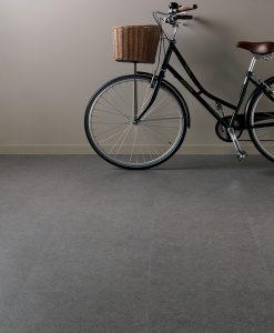 vinylova podlaha lepena Amtico First SF3A1372 Monsoon Grey v interieru