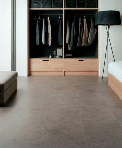 vinylova podlaha lepena Amtico First SF3S4433 Dry Stone Cinder v interiéru