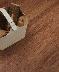 vinylova podlaha lepena Amtico First SF3W2494 Rich Walnut v interiéru
