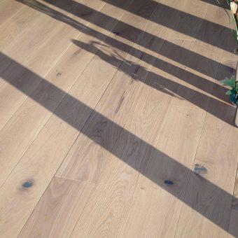 drevena-podlaha-berthold-atelier-emma-bily-hladky-2