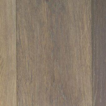 drevena-podlaha-berthold-studio-leon-rucne-opracovane-hrany-silne-zakoureny-vanilkovy-olej