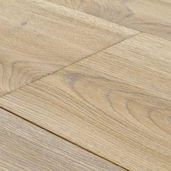 drevena-podlaha-berthold-studio-ramon-rucne-hoblovany-kartacovany-zakoureny-bily-olej-2
