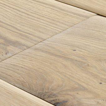 drevena-podlaha-berthold-studio-ronny-lehce-zakoureny-rucne-opracovane-hrany-bily-olej-lesteny