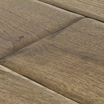 drevena-podlaha-berthold-studio-tanja-rucne-opracovane-hrany-zakoureny-pistaciovy-olej-2