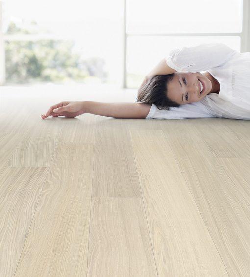 dyhovana-drevena-podlaha-par-ky-deluxe-milk-oak-103-dub-v-interieru-3