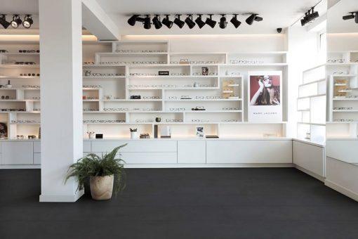 vinylova podlaha Floorify Tiles Caviar F016 interier