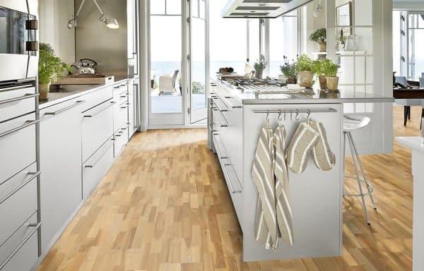 Dřevěná podlaha.