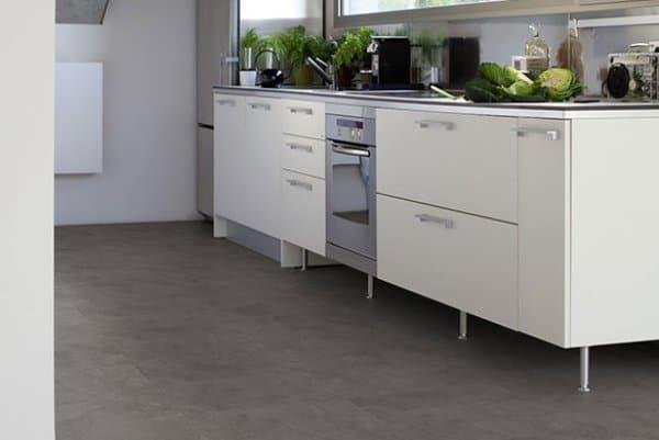 Vinylová podlaha v kuchyni.