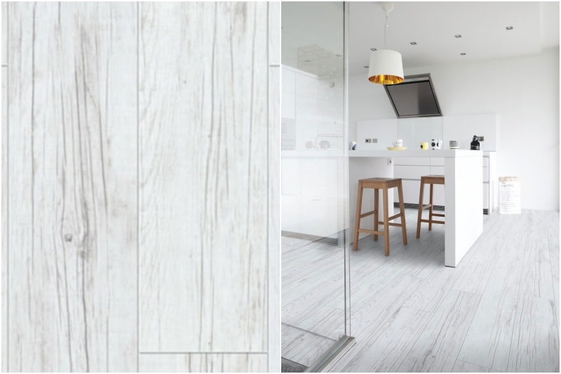 Bílá vinylová podlaha v kuchyni.