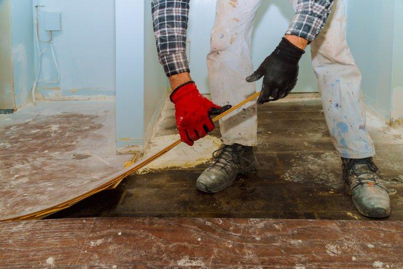 Jak odstranit starou dřevěnou podlahu.