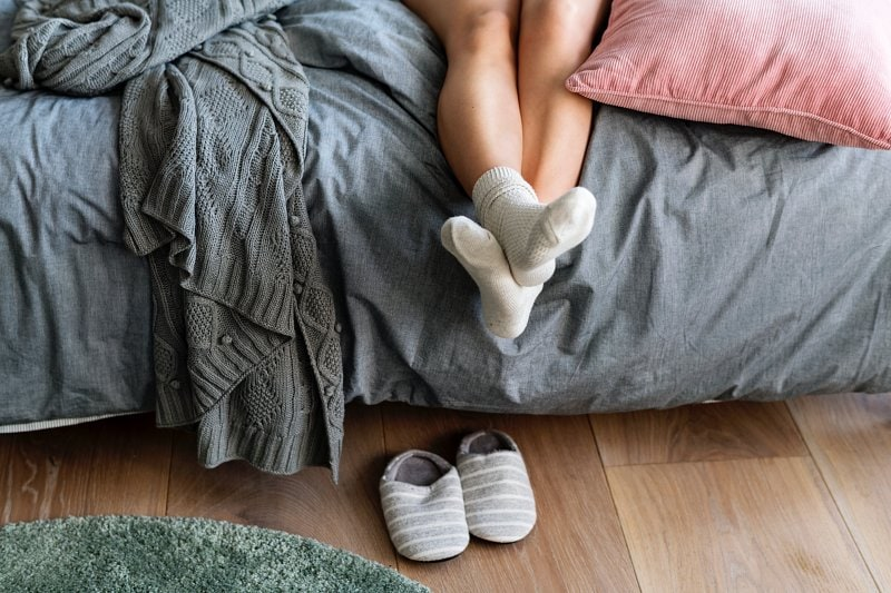 Podlaha v ložnici.
