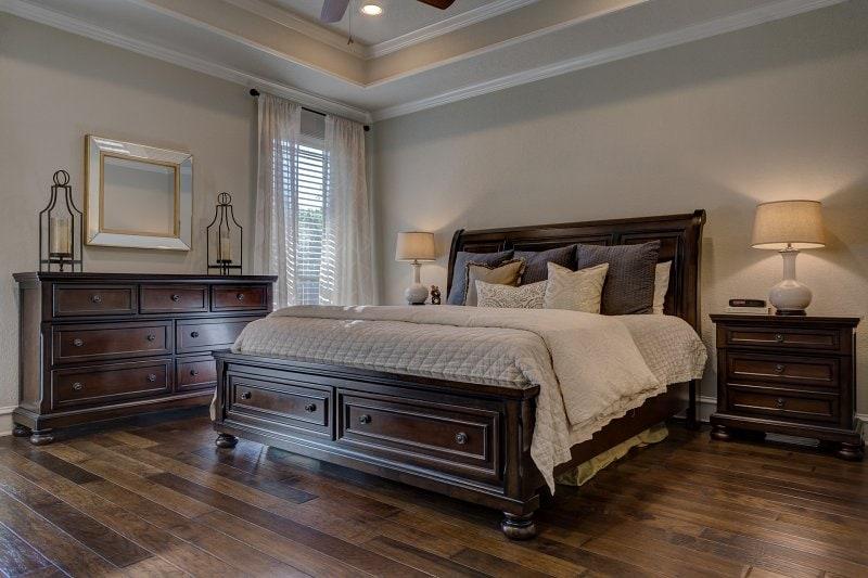 Podlahová krytina v ložnici.