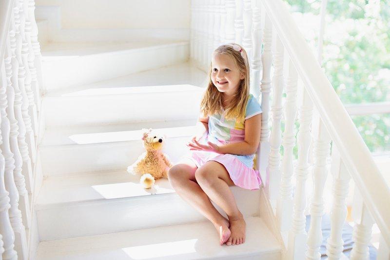 Po obložení dřevem jsou schody příjemně hřejivé.
