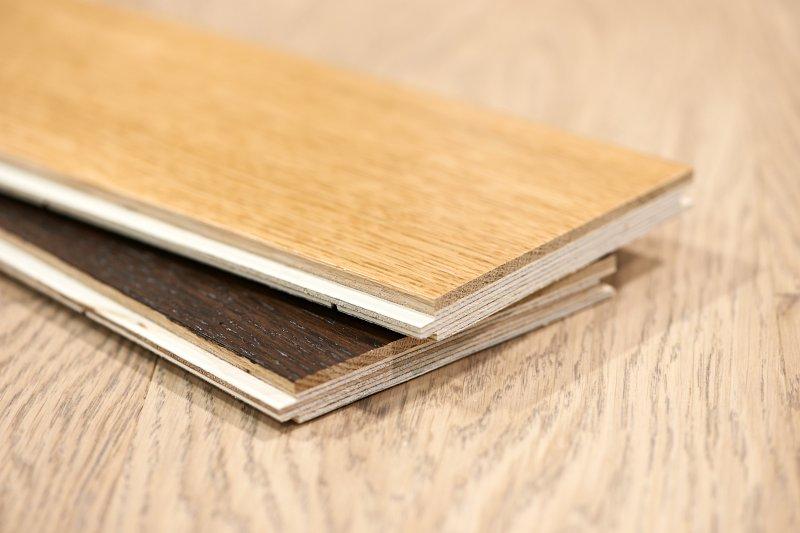 Vícevrstvé dřevěné podlahy.