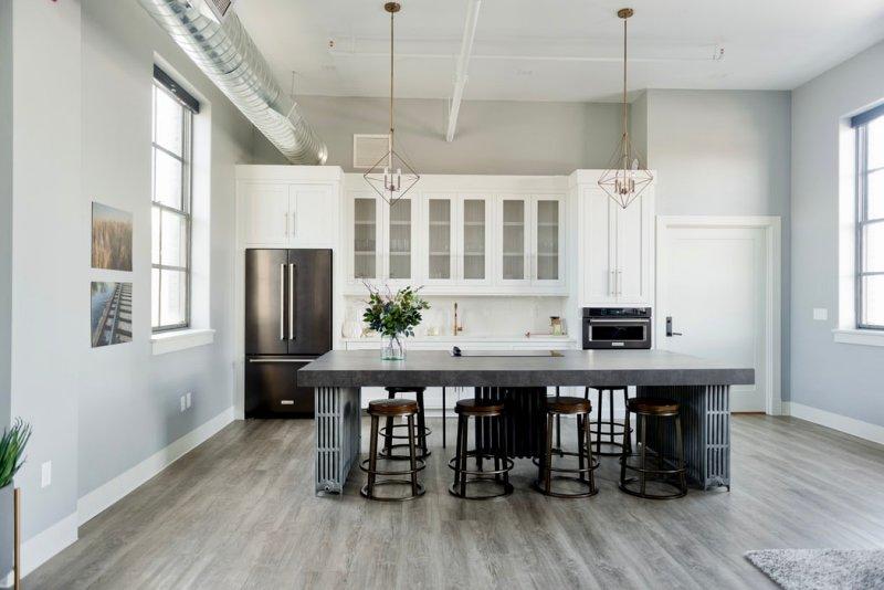 Jídelna s kuchyní – industriální styl bydlení.