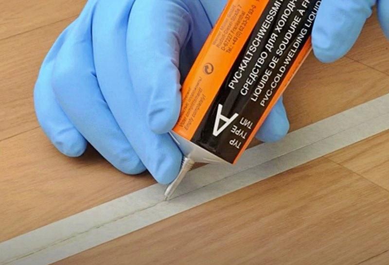 Svařování PVC podlahy zastudena.