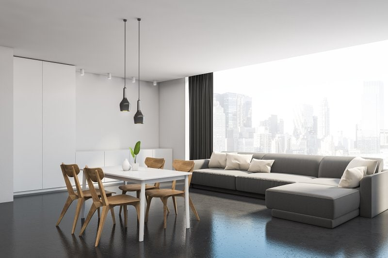 Litá podlaha v interiéru.