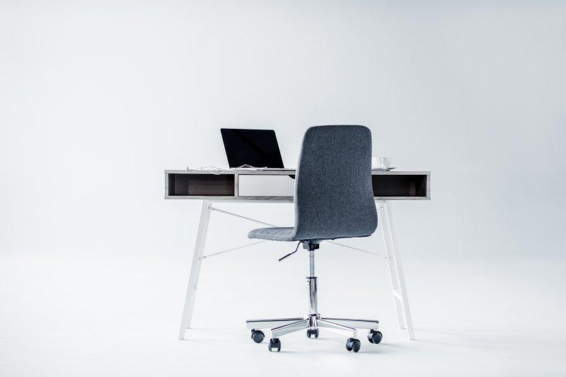 Pracovní koutek pro minimalistu.