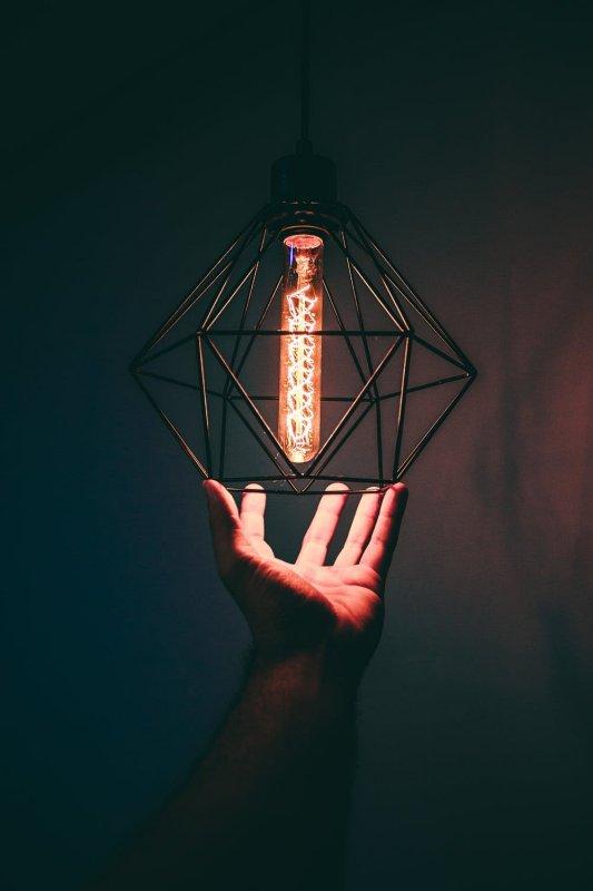 Designová lampa do interiéru.