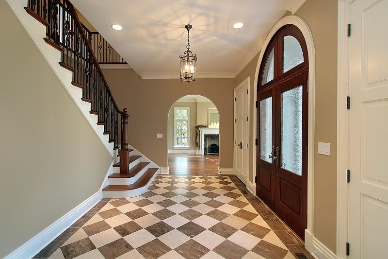 Kostkovaná podlaha ve vstupní hale.